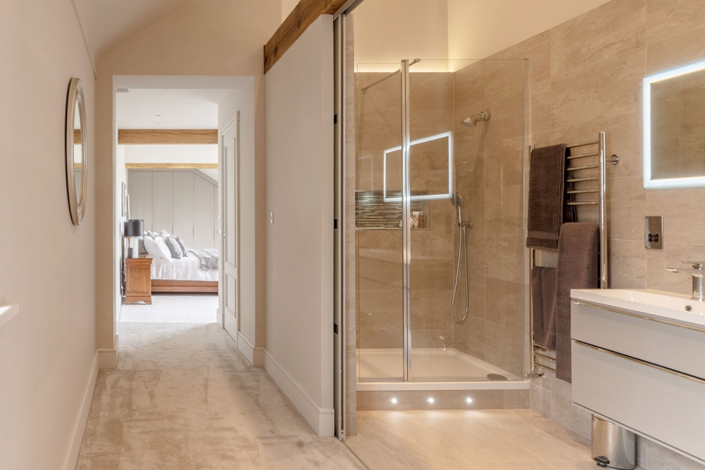 Smart lighting installation in a smart bathroom